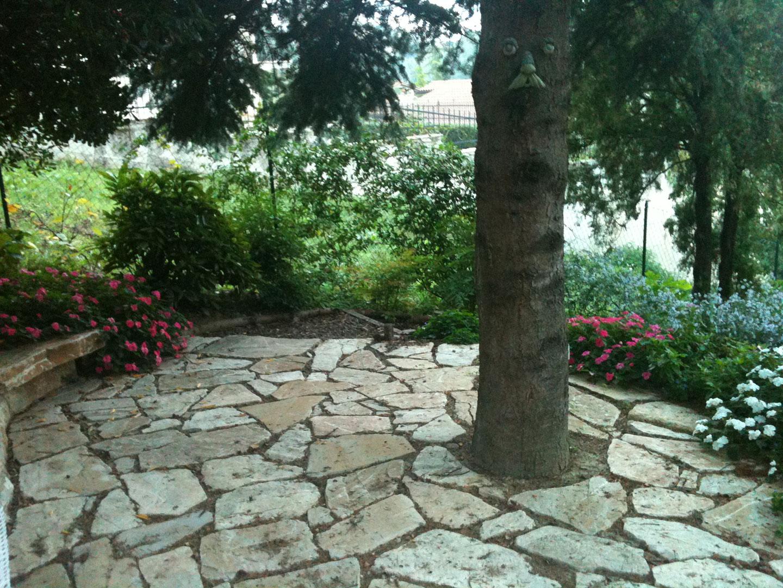 Muratura leggera vivaio bellucci e stefanelli todi - Giardini in pietra ...