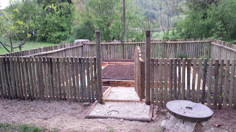 Recinzioni e staccionate vivaio bellucci e stefanelli todi - Staccionate in legno per giardini ...