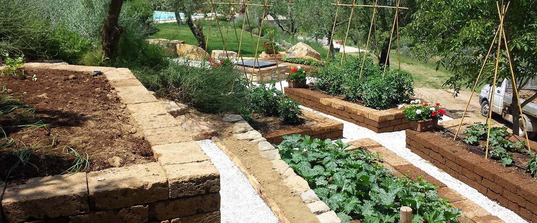Ornamental vegetable gardens vivaio bellucci e for Muretti in tufo per aiuole