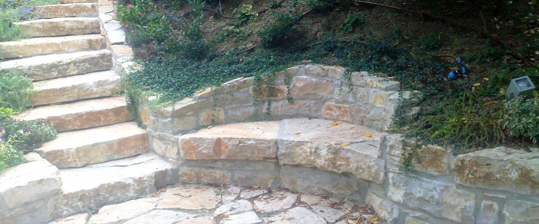 Scale E Seduta In Pietra